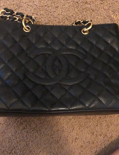 Chanel Tote in black with gold hardware Image 10