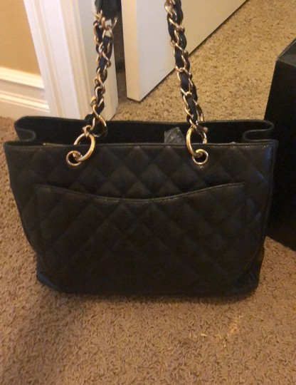 Chanel Tote in black with gold hardware Image 3