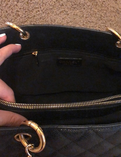 Chanel Tote in black with gold hardware Image 4