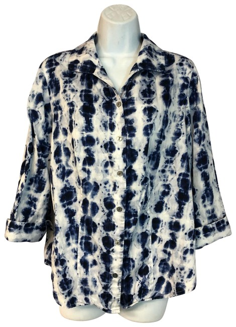 Preload https://img-static.tradesy.com/item/25649884/chico-s-bluewhite-printed-bluewhite-cotton-blouse-1-button-down-top-size-6-s-0-1-650-650.jpg