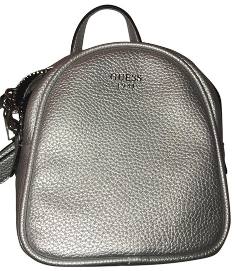 Preload https://img-static.tradesy.com/item/25650168/guess-shoulder-silver-leather-cross-body-bag-0-1-540-540.jpg