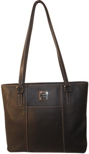 Dooney & Bourke And Pebble Leather Tote in Black