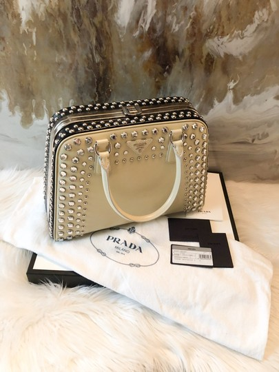 Prada Satchel in cream black Image 6