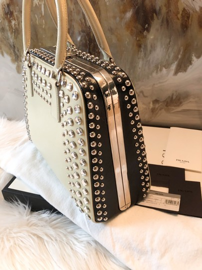 Prada Satchel in cream black Image 7