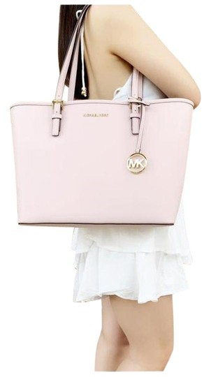 Preload https://img-static.tradesy.com/item/25654763/michael-kors-carryall-jet-set-medium-blossom-pink-tote-0-1-540-540.jpg