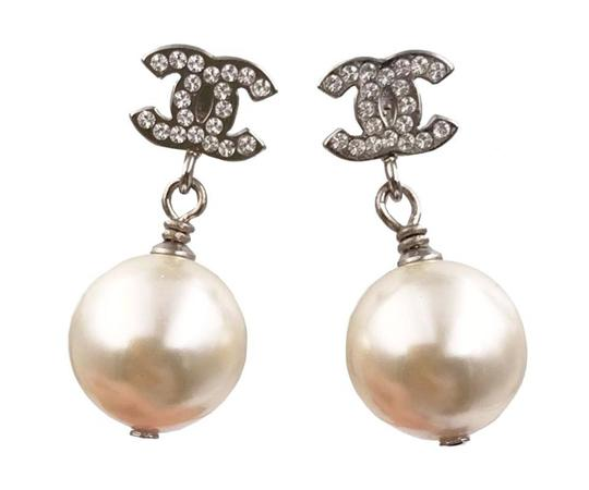 Preload https://img-static.tradesy.com/item/25654884/chanel-silver-classic-crystal-cc-faux-pearl-dangle-piercing-earrings-0-0-540-540.jpg