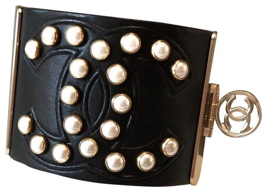 Preload https://img-static.tradesy.com/item/25655039/chanel-black-rare-pearl-studded-cc-leather-cuff-bracelet-0-1-540-540.jpg