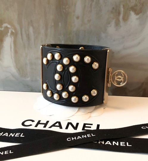 Chanel Rare Pearl Studded CC Black Leather Cuff Bracelet Image 5