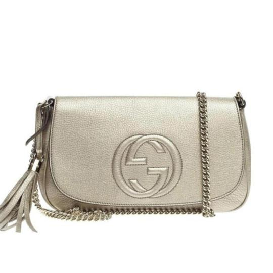 Preload https://item2.tradesy.com/images/gucci-soho-women-s-gg-chain-gold-leather-cross-body-bag-25655061-0-6.jpg?width=440&height=440