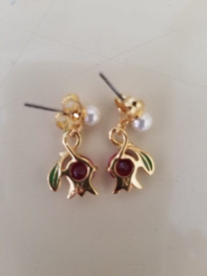 Les Néréides Les Néréides gold tone earrings flower ruby pearl Image 2