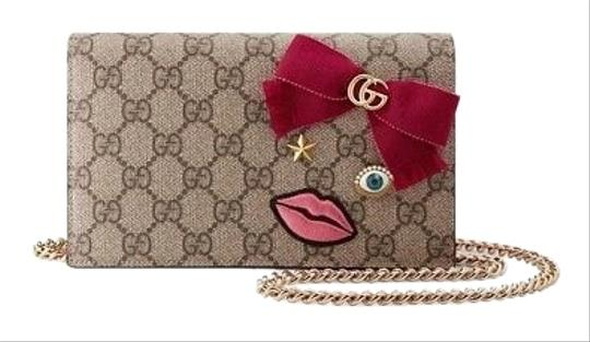 Preload https://img-static.tradesy.com/item/25655191/gucci-supreme-embroidered-face-logopink-leather-cross-body-bag-0-1-540-540.jpg