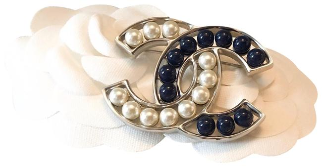 Item - Silver & Blue Two Tone Navy Pearl Cc Large Brooch
