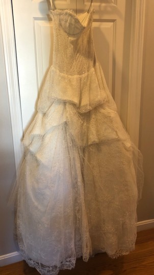 Monique Lhuillier Ivory Chantilly Silk Lace Runway Gown Formal Wedding Dress Size 4 (S) Image 4
