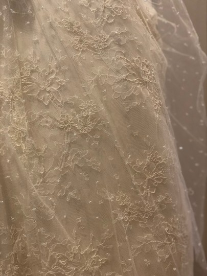 Monique Lhuillier Ivory Chantilly Silk Lace Runway Gown Formal Wedding Dress Size 4 (S) Image 8