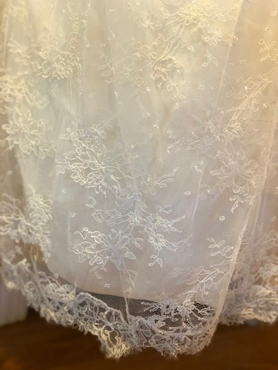 Monique Lhuillier Ivory Chantilly Silk Lace Runway Gown Formal Wedding Dress Size 4 (S) Image 9