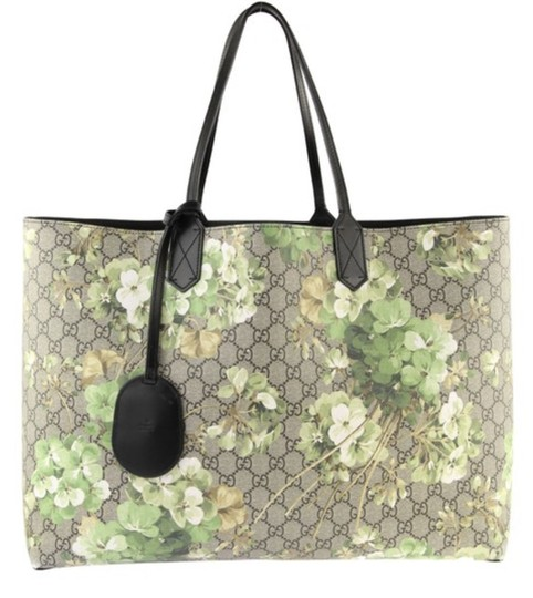 Preload https://img-static.tradesy.com/item/25655321/gucci-large-reversible-gg-blossom-print-canvas-signature-beige-ebony-nero-grn-leather-canvas-tote-0-0-540-540.jpg