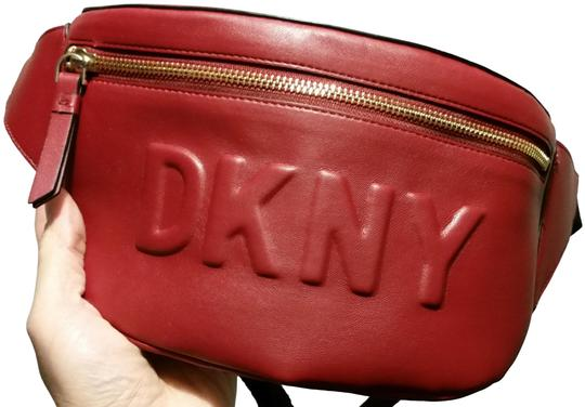 Preload https://img-static.tradesy.com/item/25655364/dkny-tilly-logo-fanny-pack-red-faux-leather-cross-body-bag-0-1-540-540.jpg