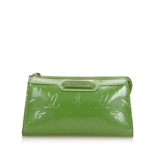 Louis Vuitton 9flvpo008 Vintage Patent Leather Wristlet in Green