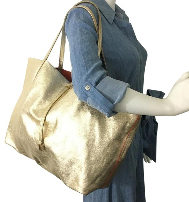 Item - Reversible Champagne with Pouch 870853 Gold Leather Tote