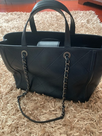 Chanel Tote in Navy Image 3