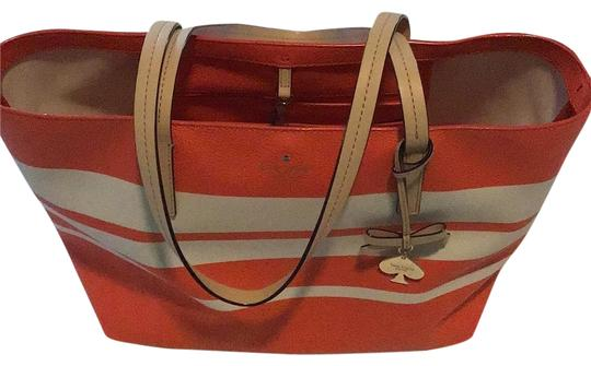 Preload https://img-static.tradesy.com/item/25657299/kate-spade-orangewhite-leather-tote-0-1-540-540.jpg