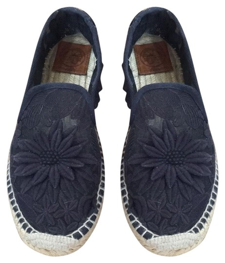 Preload https://img-static.tradesy.com/item/25657383/tory-burch-navy-espadrilles-flats-size-us-85-regular-m-b-0-1-540-540.jpg