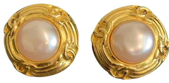 Preload https://img-static.tradesy.com/item/25658000/chanel-gold-brushed-faux-pearl-made-in-france-earrings-0-1-540-540.jpg
