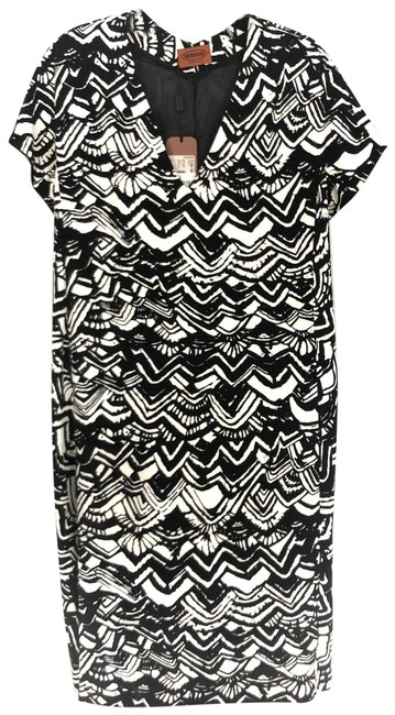 Preload https://img-static.tradesy.com/item/25660834/missoni-black-and-white-print-belted-mid-length-cocktail-dress-size-8-m-0-1-650-650.jpg