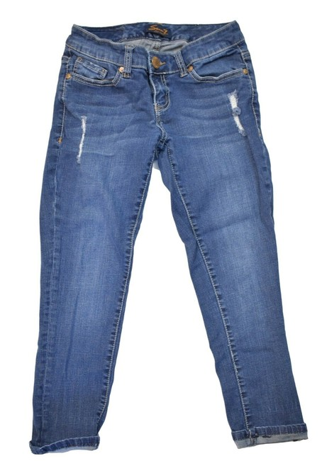 Preload https://img-static.tradesy.com/item/25670510/seven7-blue-distressed-capricropped-jeans-size-25-2-xs-0-0-650-650.jpg