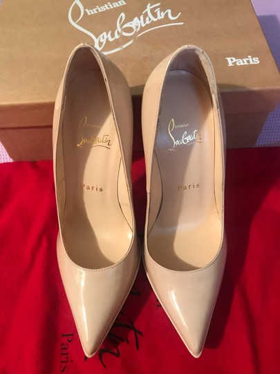 Christian Louboutin nude Pumps Image 6
