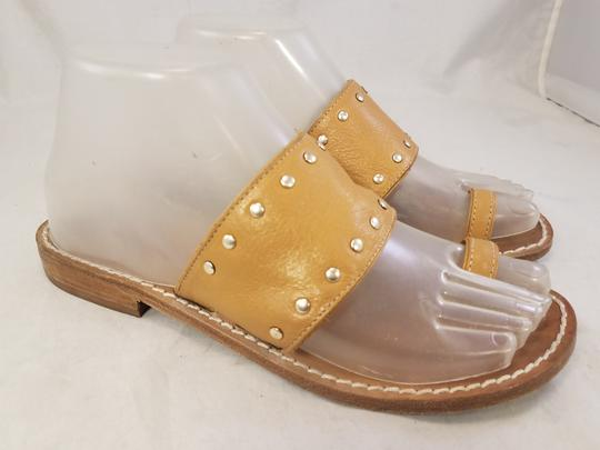Michael Kors Woman Toe Loop Thong Woman Size 7.5 beige Sandals Image 1