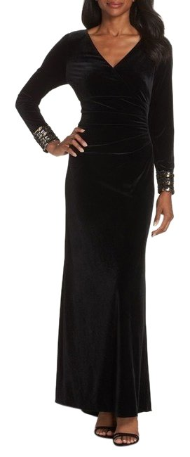 Preload https://img-static.tradesy.com/item/25671590/vince-camuto-sequin-cuff-velvet-gown-long-formal-dress-size-2-xs-0-1-650-650.jpg