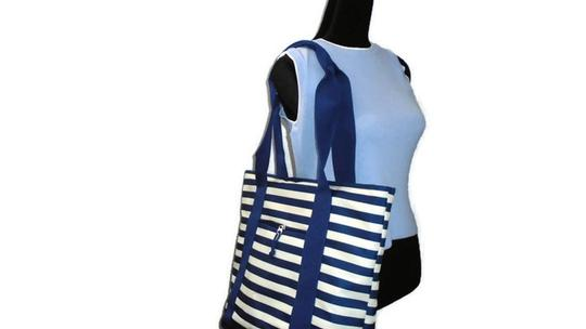 Unbranded Weekend Shopper Beach Tote in Blue White Stripe Image 2