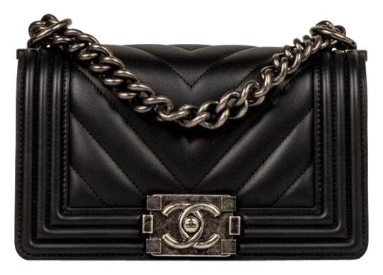 Preload https://img-static.tradesy.com/item/25674400/chanel-handbag-boy-chevron-small-blackruthenium-hardware-calfskin-leather-cross-body-bag-0-4-540-540.jpg