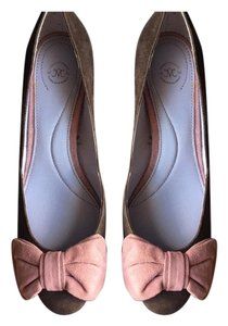 Johnston & Murphy pink and brown Pumps