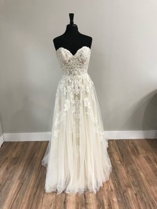 Essense of Australia Iv/Almond Tulle and Lace D2121 Traditional Wedding Dress Size 12 (L)