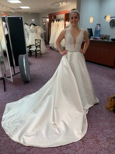 885fbb1902cd0 Maggie Sottero Ivory Satin Mylene Traditional Wedding Dress Size 8 (M)