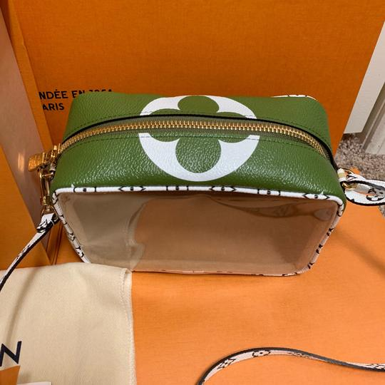 Louis Vuitton Pouch Summer 2019 Limited Edition Giant Monogram Green Beach Bag Image 4