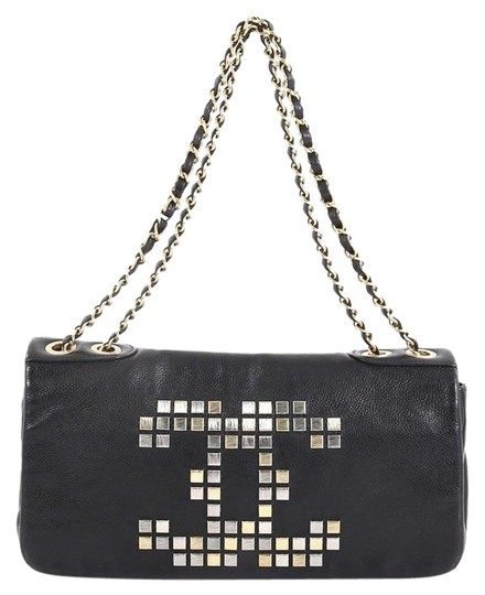 Preload https://img-static.tradesy.com/item/25679384/chanel-classic-flap-east-west-vintage-mosaic-cc-studded-black-leather-shoulder-bag-0-1-540-540.jpg