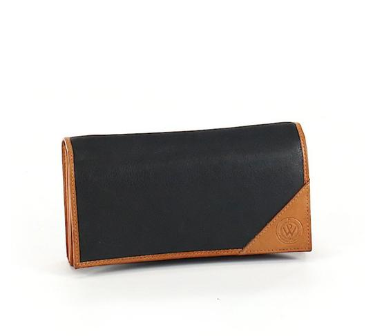 Preload https://img-static.tradesy.com/item/25679869/blackbrown-vintage-leather-tri-fold-wallet-0-0-540-540.jpg
