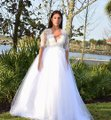 Lisa Nieves White Ivory Lace and Tulle & Gown Formal Wedding Dress Size 6 (S) Image 0