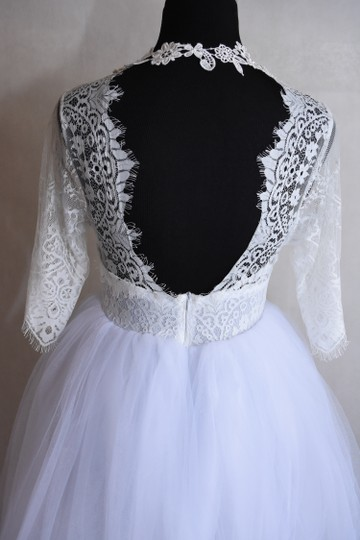 Lisa Nieves White Ivory Lace and Tulle & Gown Formal Wedding Dress Size 6 (S) Image 6