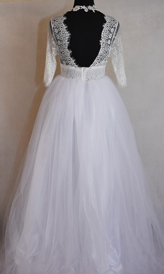 Lisa Nieves White Ivory Lace and Tulle & Gown Formal Wedding Dress Size 6 (S) Image 7