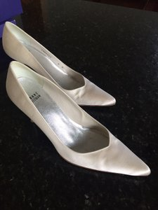 Stuart Weitzman White Satin Sonata Pumps Size US 8 Regular (M, B)