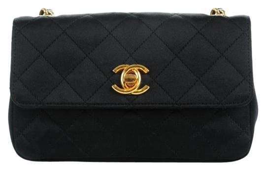 Preload https://img-static.tradesy.com/item/25683524/chanel-classic-flap-vintage-quilted-black-stain-lambskin-leather-cross-body-bag-0-1-540-540.jpg
