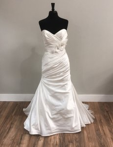 Maggie Sottero Ivory Traditional Wedding Dress Size 8 (M)