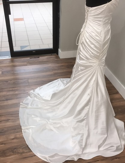 Maggie Sottero Ivory Traditional Wedding Dress Size 8 (M) Image 3