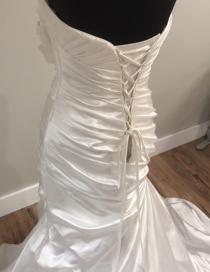 Maggie Sottero Ivory Traditional Wedding Dress Size 8 (M) Image 4