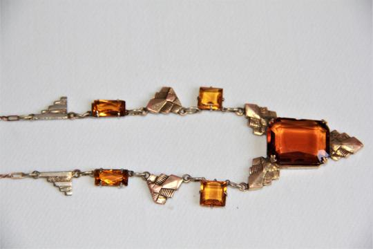 CZECH AMBER Vintage Art Deco Style Czech Amber Glass and Stamped Brass Necklace. Image 6