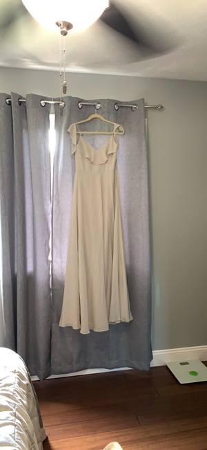 Item - Gray Polyester Chiffon Cold Shoulder Gown Feminine Bridesmaid/Mob Dress Size 6 (S)